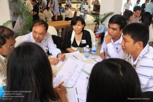 2-Discussions-exchanges-and-debates-Cambodian-writers-on-the-move-Civil-Society-program-PEN-International-Sida-support-1-300x200.jpg